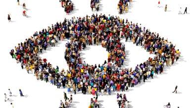 صورة انخرط بالمجتمع وتواصل بصرياً لجذب انتباهه لقضيتك الاجتماعية